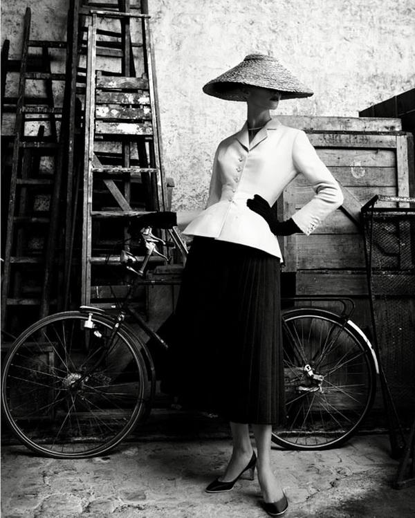 Iki skausmo pažįstamas Christiano Dioro aukštosios mados kolekcijos modelis iš pristatymo Pekine praėjusiame amžiuje...