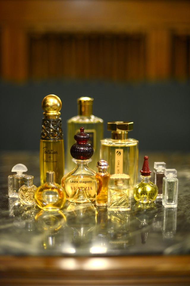 Eksponatai iš Minervos kvepalų spintos