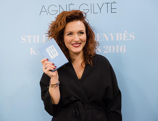 Agnė Gilytė su savo vardo kalendoriumi (nuotrauka –  Gedimino Gražio)