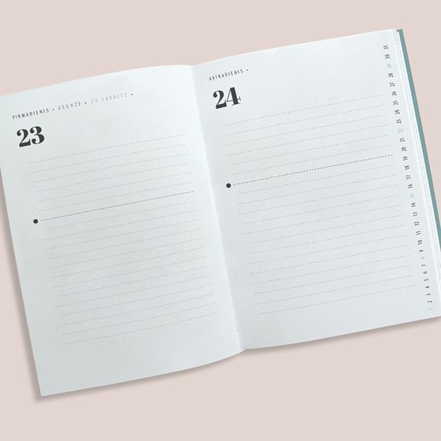 """Stiliaus guru Agnės Gilytės """"Stilingos asmenybės kalendoriaus 2016"""" vidiniai puslapiai"""