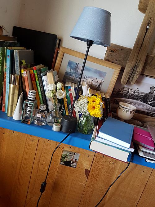 Mano mergaitiškas kampelis: knygos, laukų gėlės ir pora buteliukų kvepalų – pašėlusiai norėdavosi kvepintis!